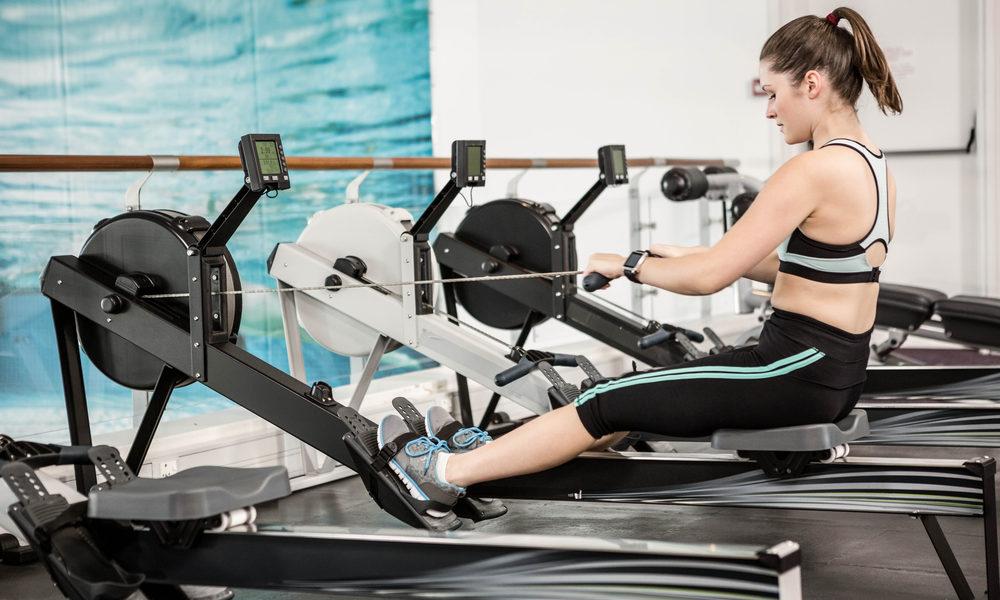 routine fitness avec un rameur